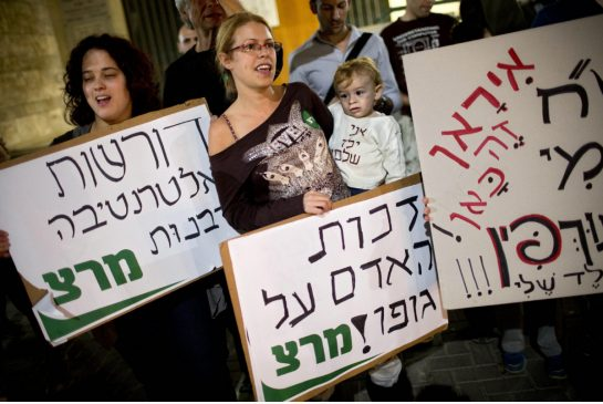 Israeli women demonstrate for the right to refuse circumcision